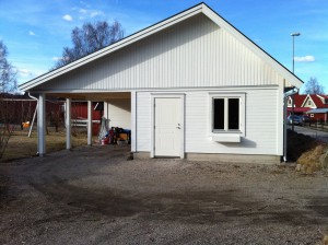 Nybyggd carport/förråd/verkstad.