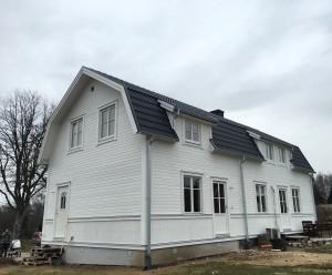 Nu är detta huset mer eller mindre helt färdigt på utsidan!
